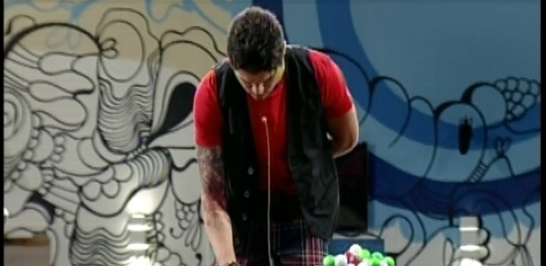 13.fev.2013 - Nasser tenta recuperar vaga perdida na prova do líder