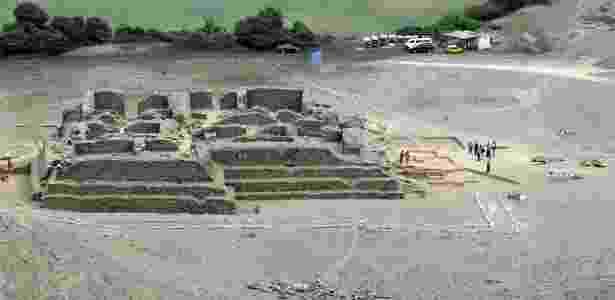 Encontrado no sítio arqueológico de El Paraíso, na região central do Peru, o templo de 5.000 anos tem uma estrutura que seria usada para manter uma fogueira para oferendas cerimoniais - Ministerio de Cultura/AFP