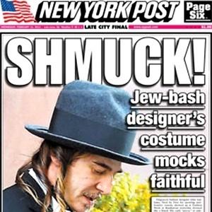 """John Galliano com visual chassídico na capa do """"New York Post"""", de 13 de fevereiro de 2013 - Reprodução"""