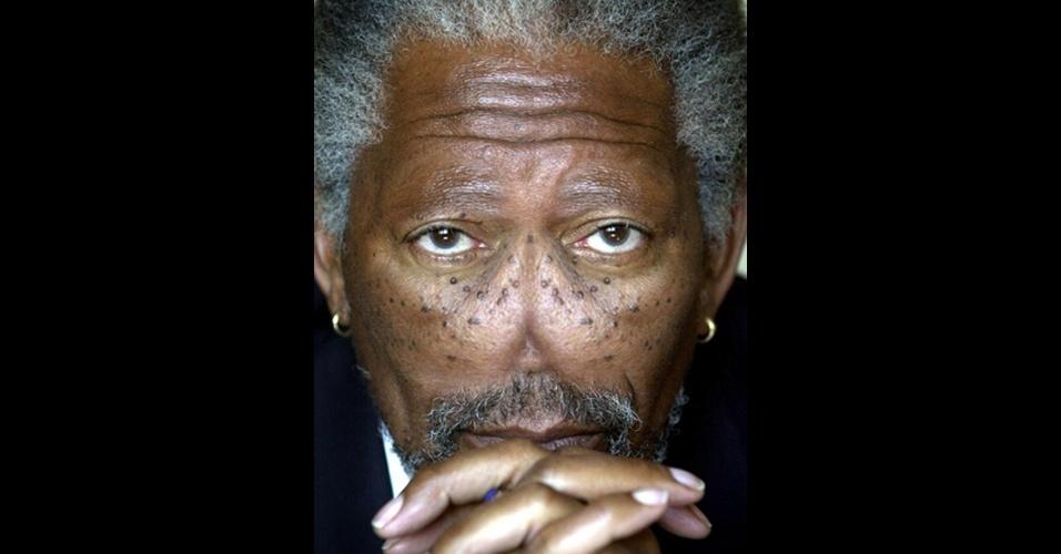 """O site """"Freaking News"""" reúne fotos de celebridades que tiveram os narizes retirados em editores de imagens. Em alguns casos, os famosos perderam também a sobrancelha, como no caso do ator Morgan Freeman"""
