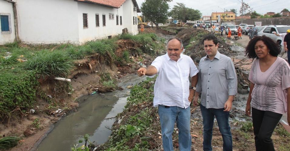 13. fev. 2013 - As chuvas que atingem desde a noite da terça-feira (12) São Luís deixaram até agora um saldo de pelo menos 268 pessoas desalojadas