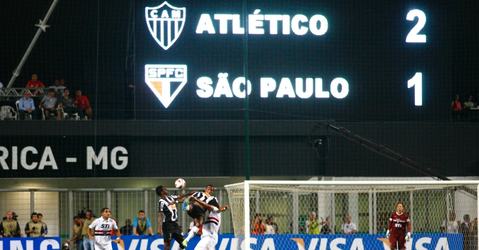 13.fev.2013 - Telão mostra o placar final da vitória do Atlético-MG sobre o São Paulo