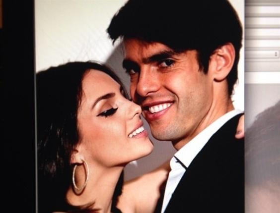"""14.fev.2013 - A cantora gospel Carol Celico declara seu amor ao marido, o jogador de futebol Kaká, no Valentine's Day. """"My first... My last... My everything"""", escreveu ela em uma rede social"""