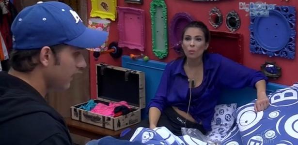 14.fev.2013 - Kamilla e Eliéser comentam sobre postura de Andressa em relação a Fernanda