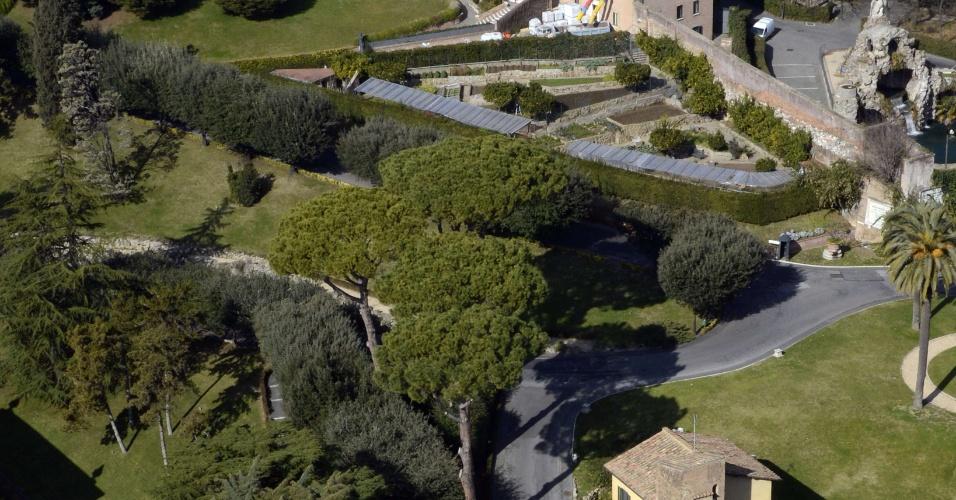 14.fev.2013 - Obras de reforma no convento Mater Ecclesiae foram aceleradas após anúncio da renúncia de Bento 16
