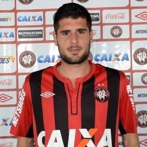 Mérida, meia revelado pelo Barcelona, foi apresentado pelo Atlético-PR