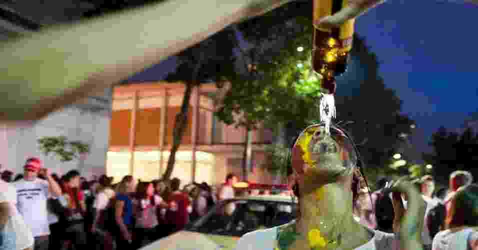 03.fev.2010 - Um estudante de 18 anos foi obrigado a beber etanol durante um trote em Fernandópolis, no interior de São Paulo. O rapaz sofreu agressões físicas e psicológicas durante oito horas - Isadora Brant/Folhapress