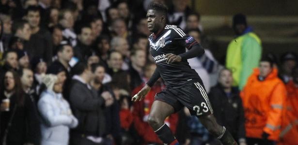 Samuel Umtiti tem 22 anos e joga como zagueiro e lateral esquerdo