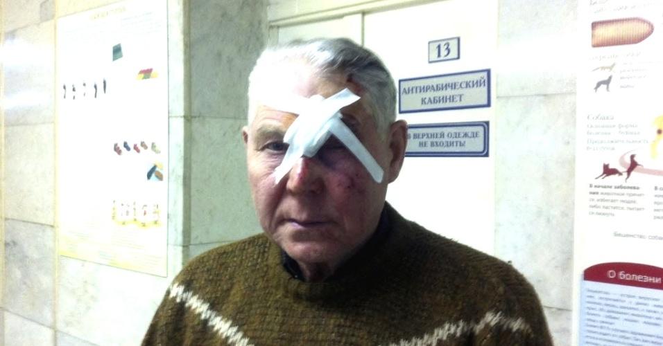 15.fev.2013 - Homem identificado apenas como Viktor é atendido em unidade de saúde em Tcheliabinsk, nos Montes Urais (Rússia). Ele foi uma das centenas de pessoas que ficaram feridas após queda de meteorito na região