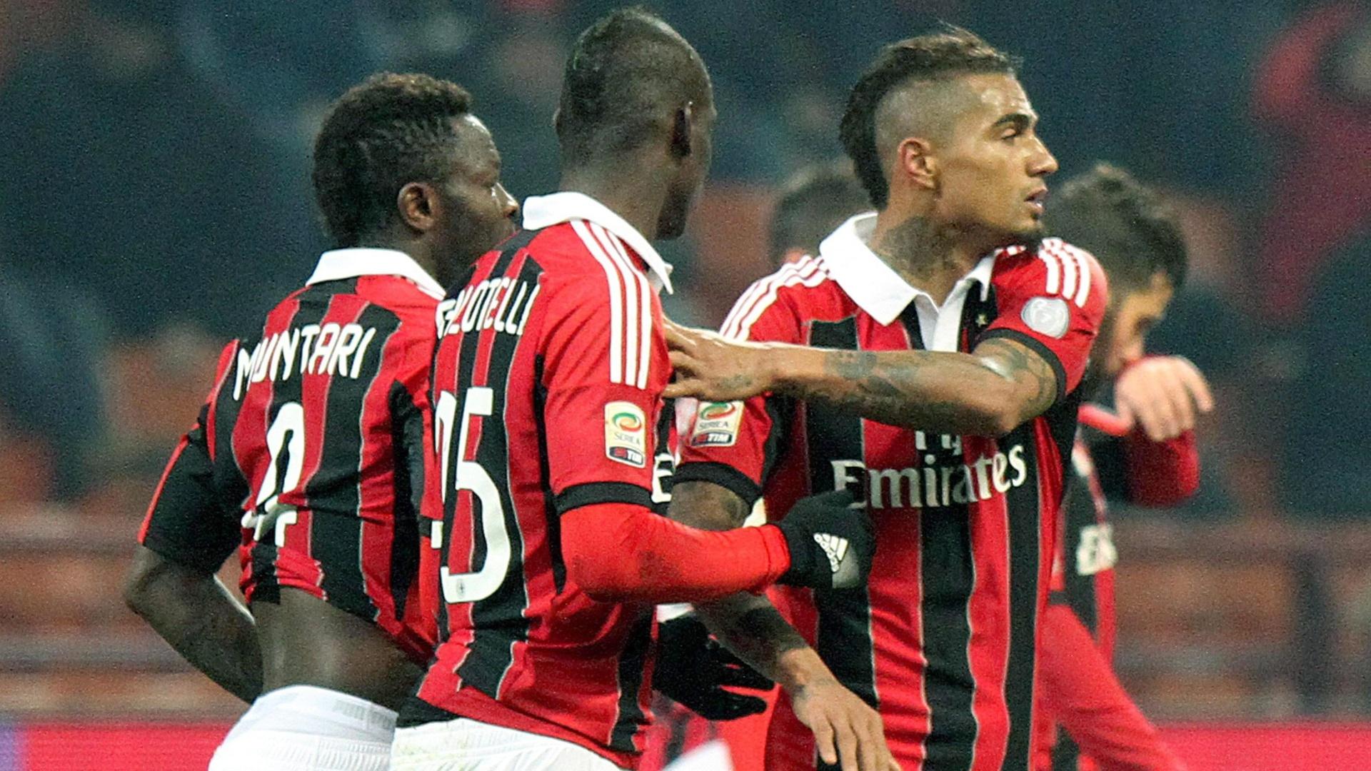 15.fev.2013 - Jogadores do Milan comemoram gol contra o Parma