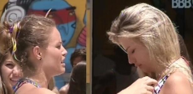 15.fev.2013 - Natália dá o castigo do monstro a Fernanda e Ivan