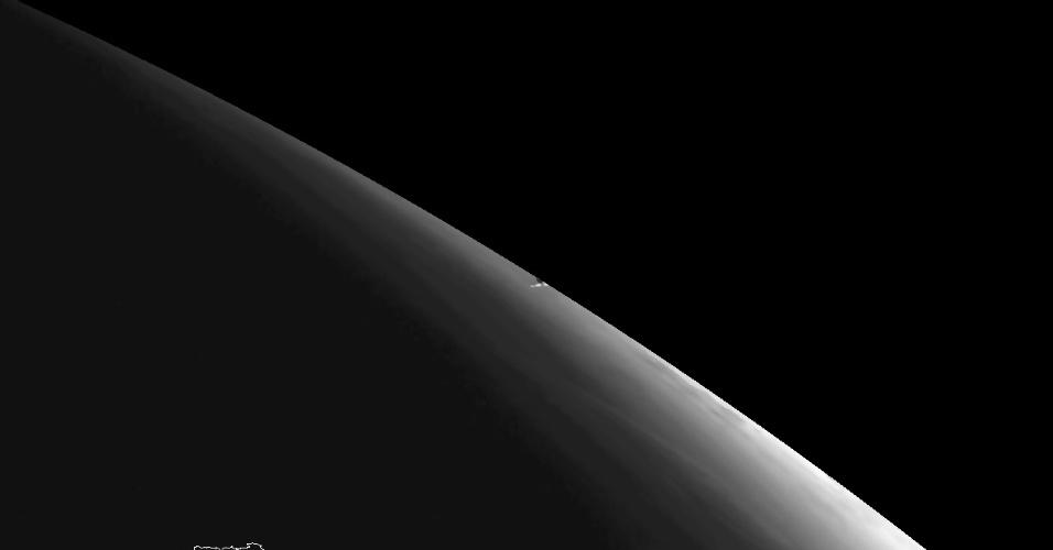 15.fev.2013 - Objeto que atingiu a Terra nesta sexta-feira (15), perto de Tcheliabinsk, na Rússia, deixou uma trilha de vapor visível que foi captada pelos instrumentos do satélite geoestacionário Eumetsat's Meteosat-10