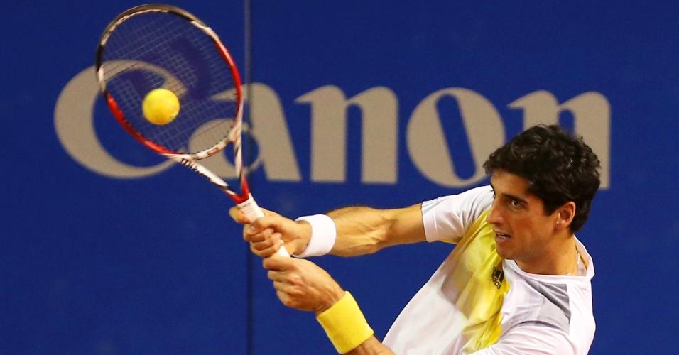 15.fev.2013 - Thomaz Bellucci em ação durante partida de duplas no Aberto do Brasil; tenista acabou eliminado