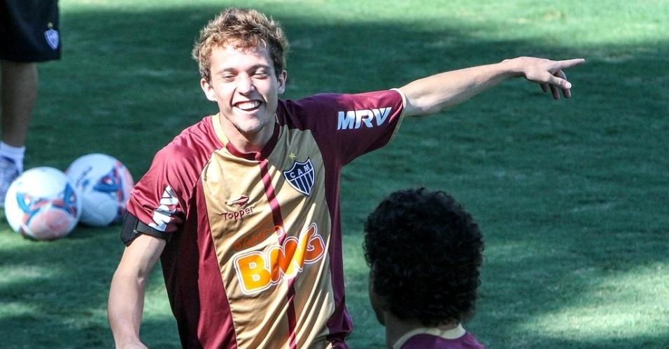 Bernard durante treino do Atlético-MG na Cidade do Galo (15/2/2013)