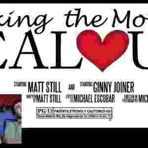 Matt Still criou um trailer de filme e pediu que o cinema exibisse a obra antes do filme que a namorada dele, Ginny , queria assistir. Com ajuda do cunhado e do sogro, o vídeo fala dos melhores momentos da vida do casal. No fim, Still entra na sala de cinema e pede Ginny em casamento - Divulgação
