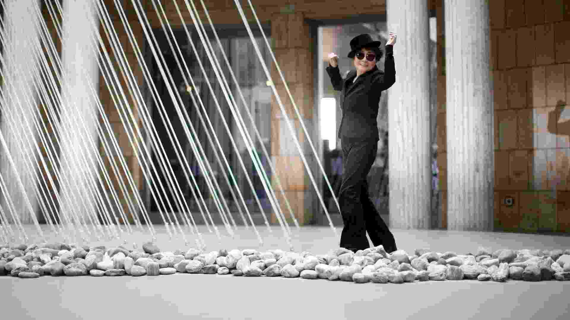 O museu Schirn Kunsthalle, na cidade alemã de Fankfurt, apresenta uma retrospectiva da obra de Yoko Ono, que comemora seus 80 anos - REUTERS/Lisi Niesner