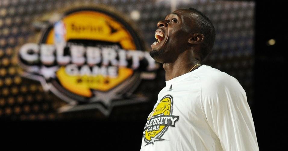 15.fev.2013 - Usain Bolt, multicampeão do atletismo, faz seu aquecimento para participar do jogo das celebridades do All-Star Game