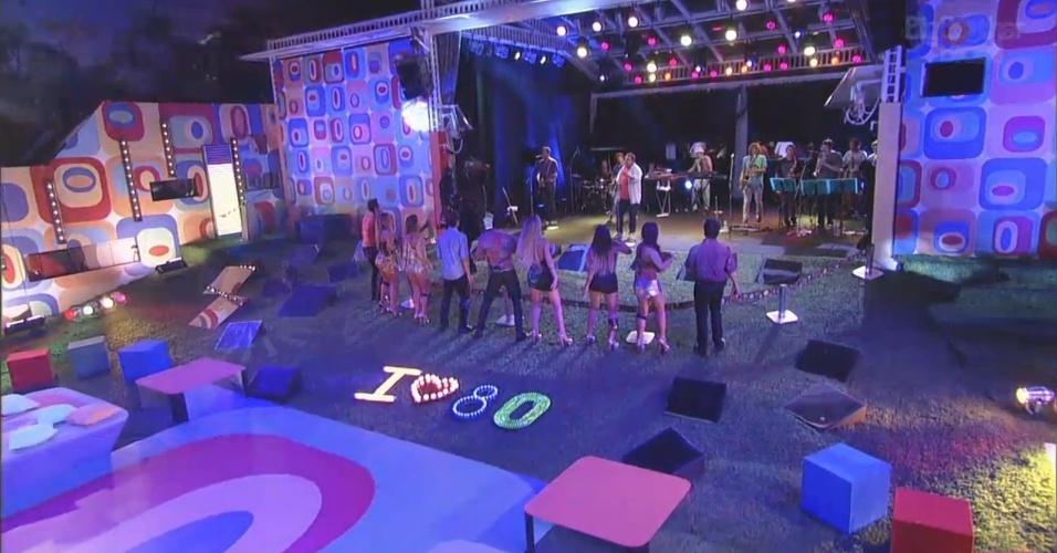 16.fev.2013 - Brothers dançam ao som de Leo Jaime na festa Disco