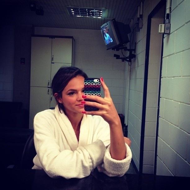 16.fev.2013 - Bruna Marquezine posta foto de roupão no Twitter