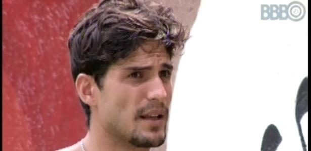 16.fev.2013 - Enquanto gerava energia no jardim, André reclamou de Marcello para Eliéser