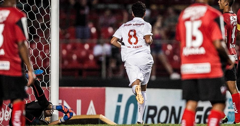 16.fev.2013 - Paulo Henrique Ganso, do São Paulo, comemora após marcar o gol da vitória por 3 a 2 sobre o Ituano, pela 8ª rodada do Campeonato Paulista
