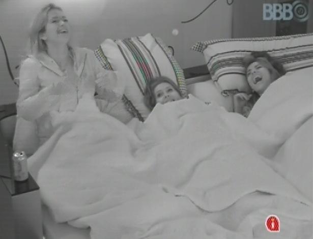 Fani, Andressa e Anamara conversam sobre sexo no quarto do líder