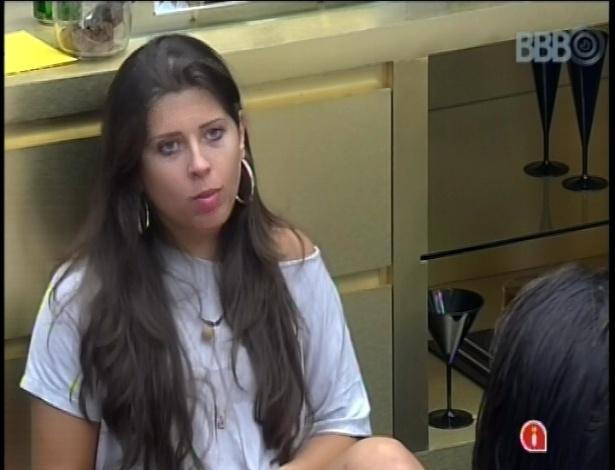 "17.fev.2013 - Andressa conta para Anamara ""teoria"" ligando ""sequestro"" de Kamilla e Big Fone atendido por Marcello"