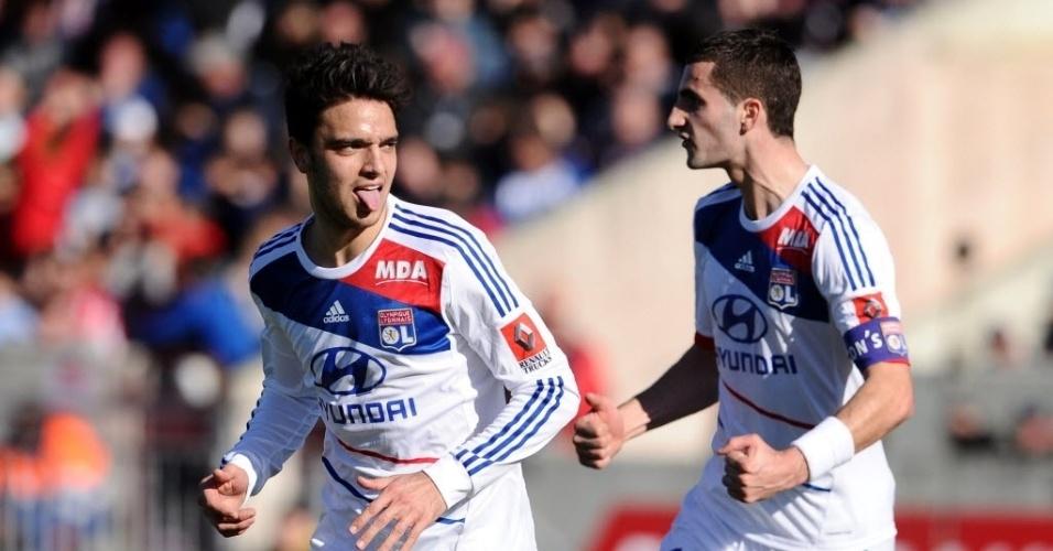 17.fev.2013 - Clement Grenier (esq.) comemora depois de marcar um dos gols do Lyon na goleada por 4 a 0 diante do Bordeaux, pelo Campeonato Francês