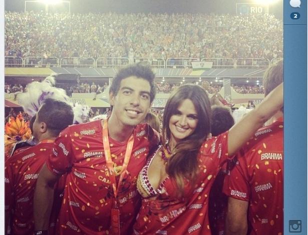 17.fev.2013 - Leryn Franco curte o Carnaval do Rio de Janeiro no desfile das escolas de samba campeãs