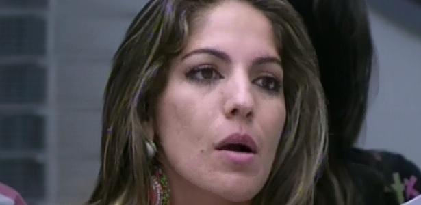 17.fev.2013 - Anamara, que já havia declarado que indicaria Eliéser ao paredão, teve de decidir seu novo voto na hora: