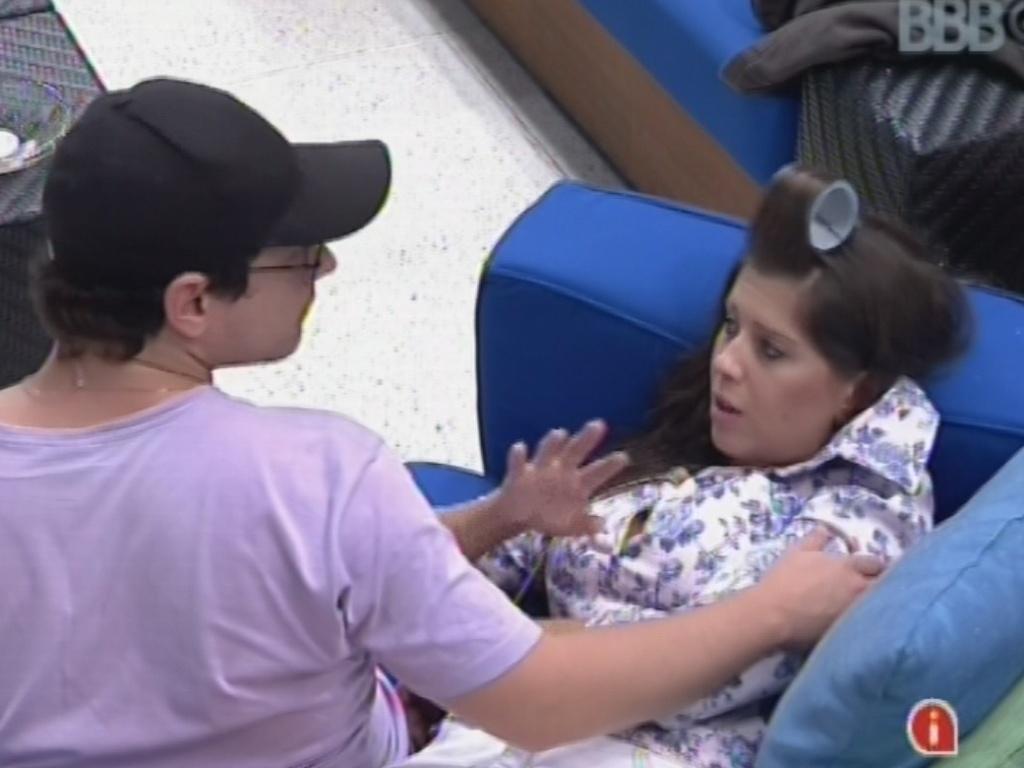 18.fev.2013 - Andressa se queixa de Nasser para Ivan