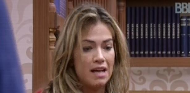 18.fev.2013 - Fani pede desculpas ao grupo da xepa por achar que tinham votado nela