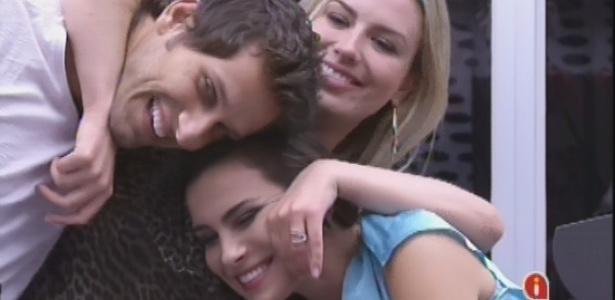 Pela segunda vez, Bial ajudou o público a ver que Elieser, Fernanda e Kamilla combinaram voto