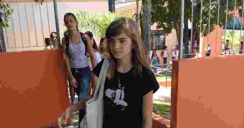 18.fev.2013 - Isadora Faber volta à escola após ameaça de morte pelo Facebook - Renan Antunes de Oliveira/UOL