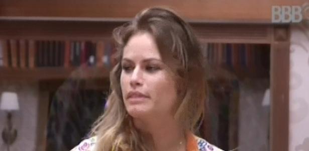 18.fev.2013 - Natália conversa com Andressa e Ivan sobre redes sociais