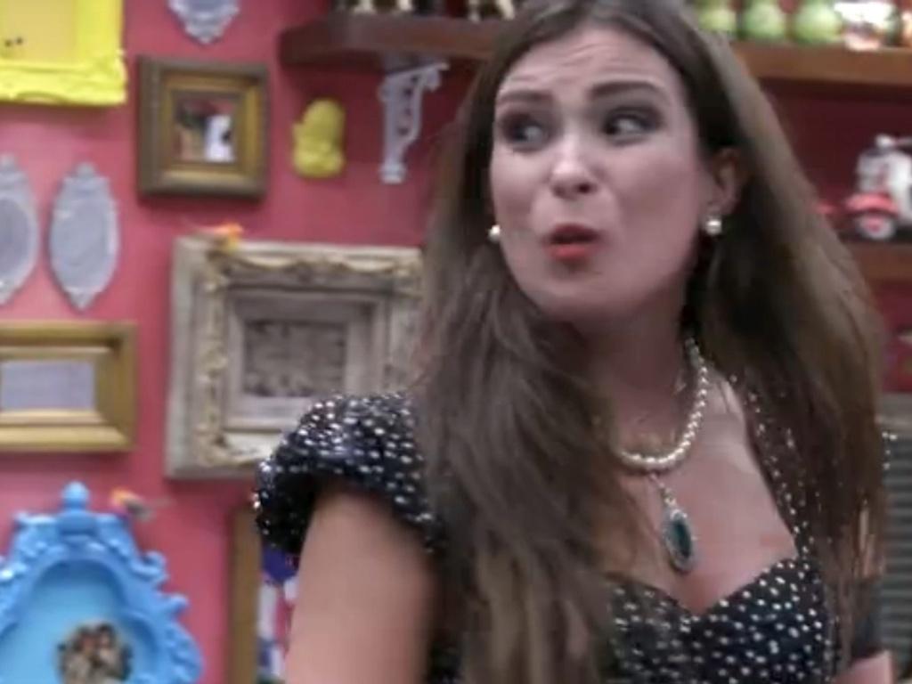 18.fev.2013 - Transtornada, Kamilla desabafa com brothers após indicação de Anamara