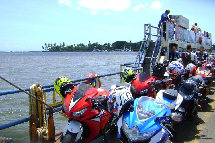 A travessia de balsa de Porto Seguro para Arraial D'Ajuda dura cerca de dez minutos