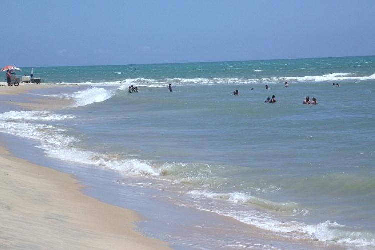 Águas mansas e mornas em Arraial D'Ajuda, balneário vizinho de Porto Seguro, na Bahia
