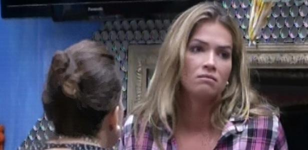 Fani desabafa com Kamilla após voto de Nasser