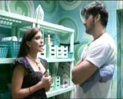 Kamilla conversa na despensa com Marcello sobre os argumentos de Anamara