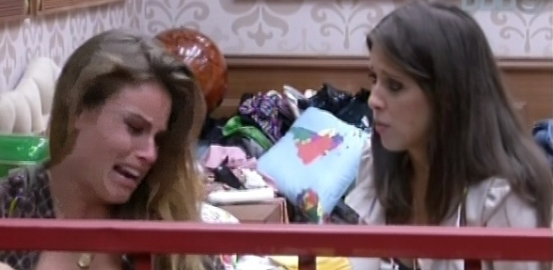 Natália chora após levar bronca de Fani