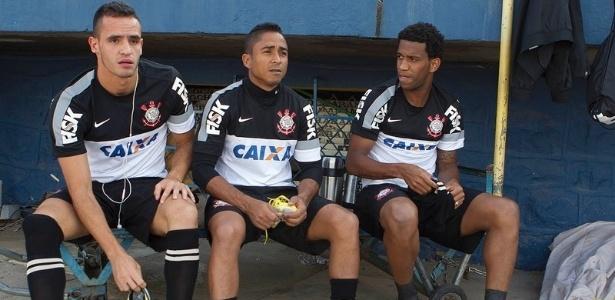 19.02.2013 - Renato Augusto, Jorge Henrique e Gil se preparam para o treino do Corinthians em Cochabamba, na Bolívia