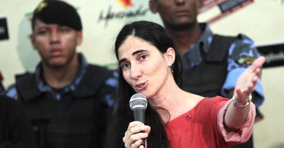 19.fev.2013 - A blogueira cubana Yoani Sánchez participa de debate sobre direitos humanos no Museu Parque do Saber, em Feira de Santana (Bahia)