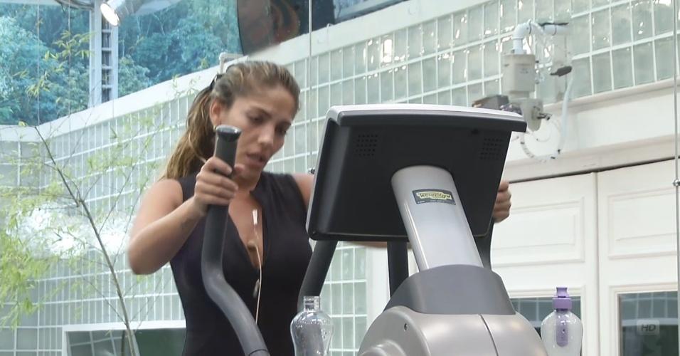 19.fev.2013 - Anamara detona Marcello para André na academia