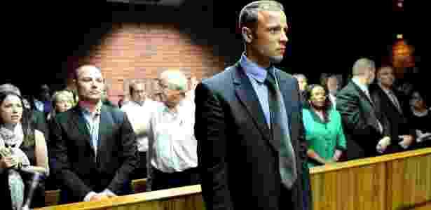Oscar Pistorius pode saber se responderá em liberdade as acusações de assassinato nesta sexta-feira - AFP PHOTO / STEPHANE DE SAKUTIN