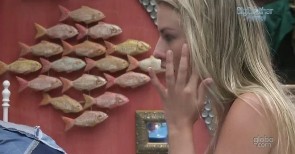 19.fev.2013 - Fernanda chora ao pensar na possível de saída de Kamilla no dia da eliminação