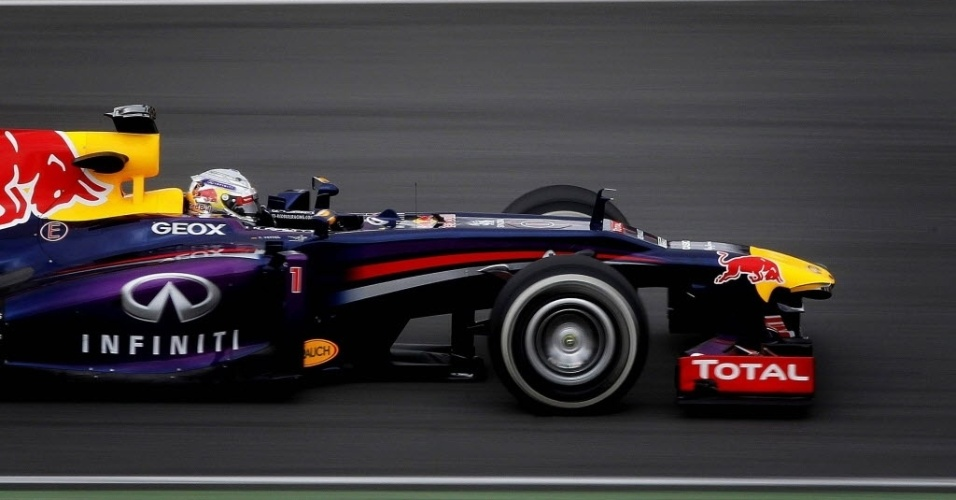 19.fev.2013 - Sebastian Vettel conduz sua Red Bull pelo circuito de Barcelona