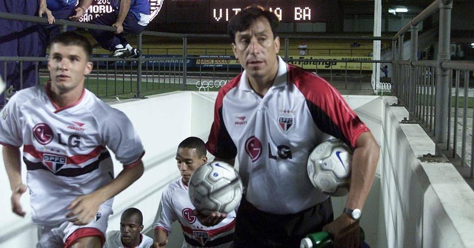 Ex-técnico do São Paulo e goleiro do Chile, Rojas precisa de transplante de fígado para curar hepatite (foto de 2001)