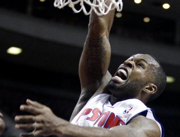 19.fev.2013 - Rodney Stuckey faz careta ao enterrar para o Detroit Pistons, que perderam para o Memphis Grizzlies, em casa, por 105 a 91