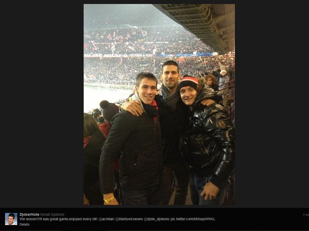 20.fev.2012 - Djokovic posta foto no San Siro após Milan x Barcelona